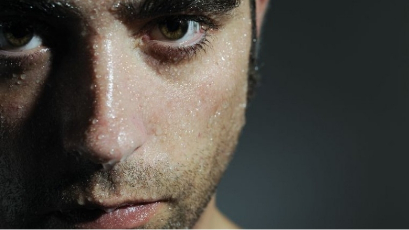 Why Do You Sweat at Night? Here are the Cause and Solutions for it NGwear